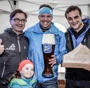Bester der Göstlingerwertung: Organisato Günther Kendler, Hannes Löbersorg vom Team Emotion Men Team, LAbg. Anton Erber